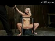 Sala tortur - niepokorna blondyneczka