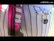 blondyna w bejsbolowym stroju