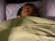 Nikki Benz bzyka się na łóżku