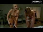 Gorące dziewczyny ze sztucznymi penisami