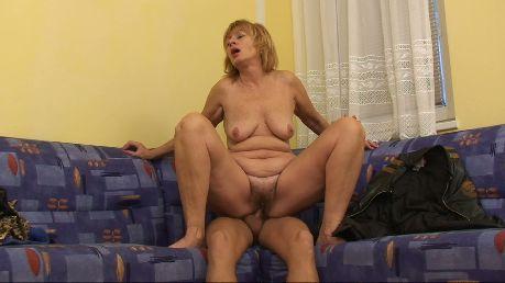 Seks z dojrzałą laską